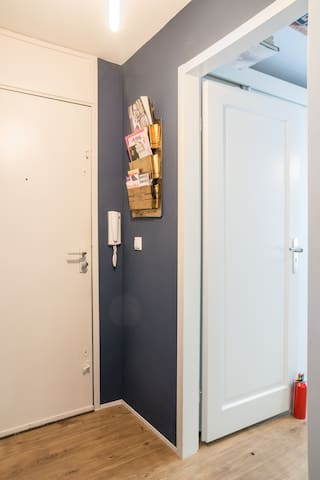 The entrance to the apartment, with a wireless intercom & magazine box that is refreshed weekly, with all magazines, art- , music-  & other cultural event programmes around the city.  There is also a fire extinguisher, which has only been used as a doorstopper :)