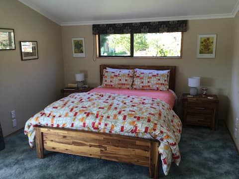 Queen size bed with comfortable Sleepyhead mattress