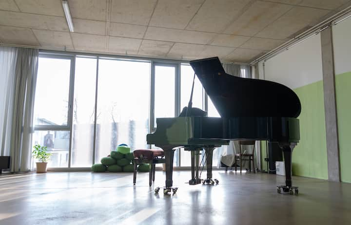 Live in quiet and open loft, with a grand piano!