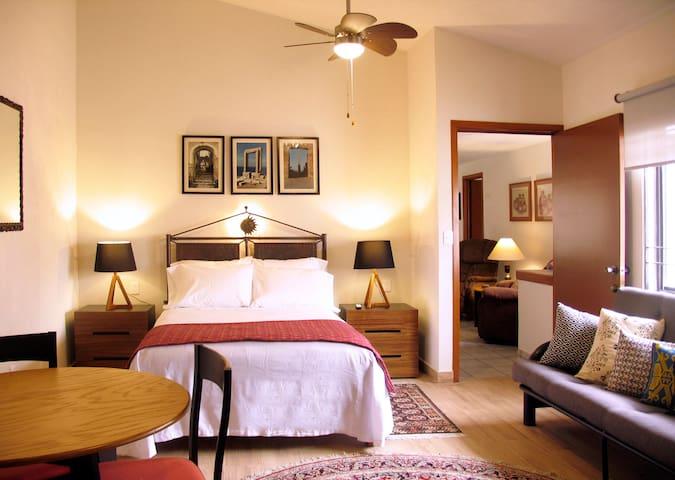 Amplio e iluminado espacio en el que pueden hospedarse cómodamente hasta 3 personas.
