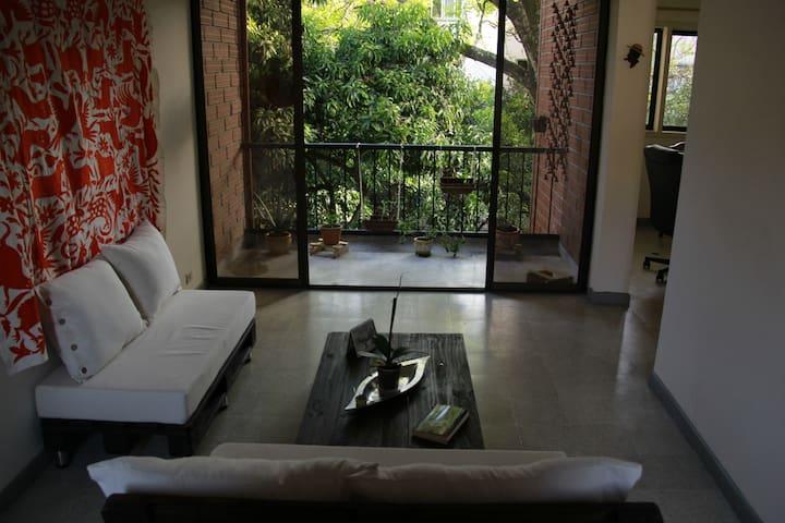 Private room in Carlos E Rpo close to everything! - Medellín - Apartamento