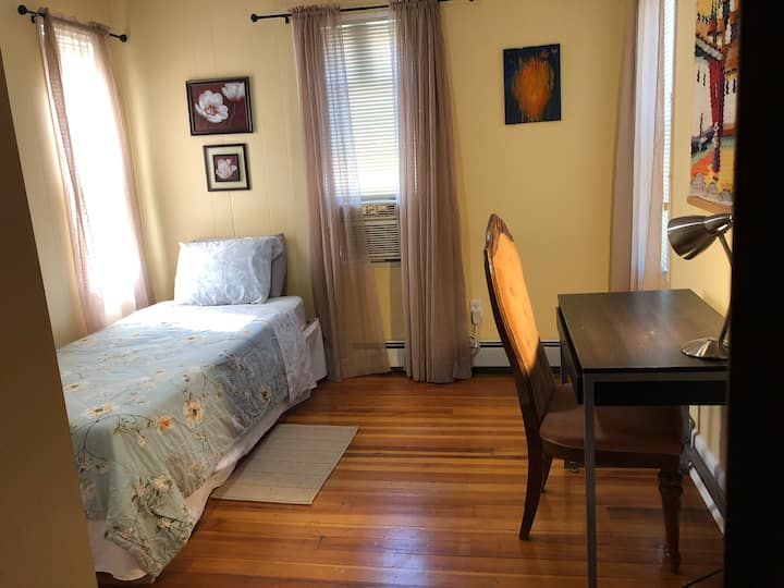 Quiet,warm 2nd Floor  TWIN bedroom w/ac