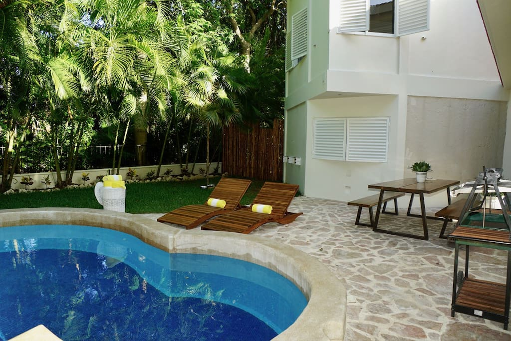 Sun chairs / Private pool / Outdoor luxury furniture