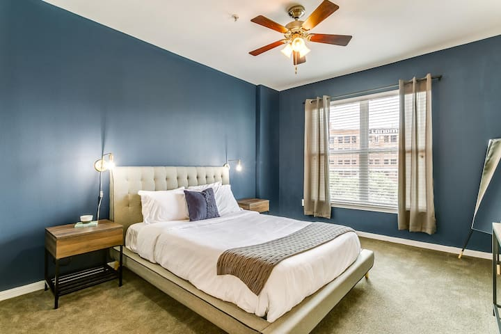 Relaxing 1BR  | WiFi + Pool | Near Victory Park