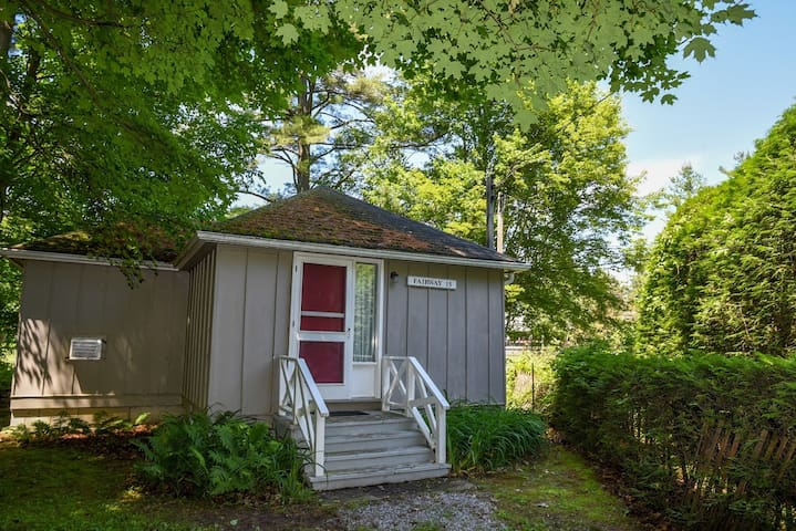 Graden view PET-FRIENDLY COTTAGE AT Jackson Point