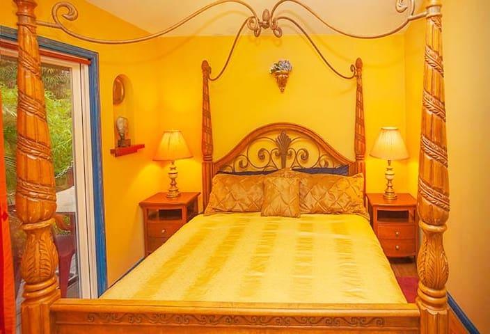 3 Bed/2.5 Bath Hawaiian Sunrise Vacation House