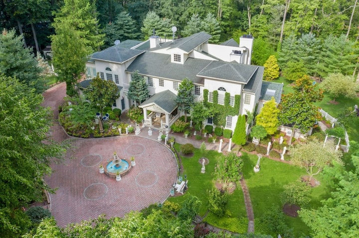 Stunning 4BR/6BA mansion with indoor pool & sauna