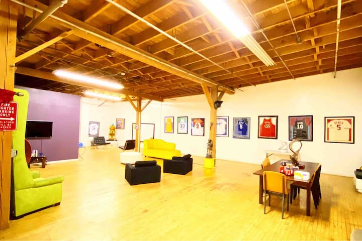 Cool sports loft Events welcomed  Free parking
