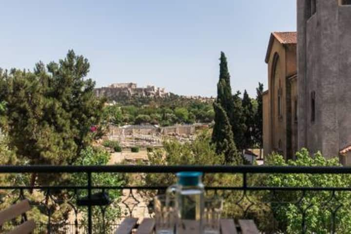 Cosy apartment in the centre of historical Athens