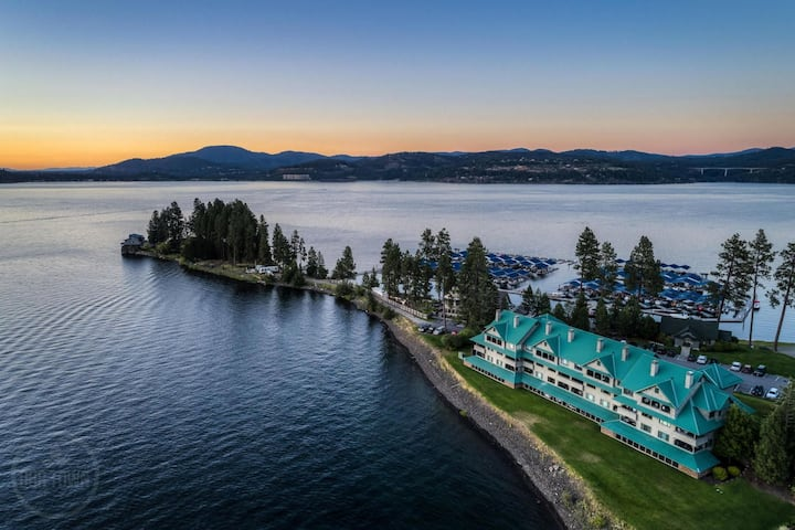 Arrow Point Condo. Coeur d' Alene Idaho Waterfront