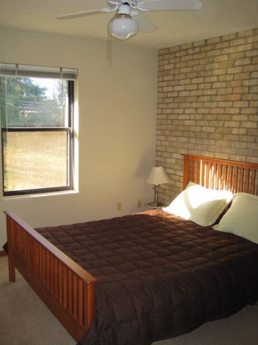 Private Queen Bed Private 1 2 Bath Apartments For Rent In Athens Ohio