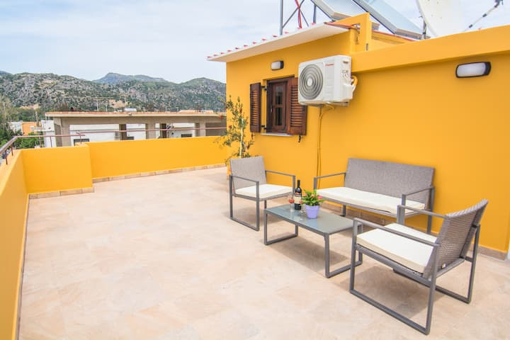 Sunny apt, 4 pers., private terrace with sea view
