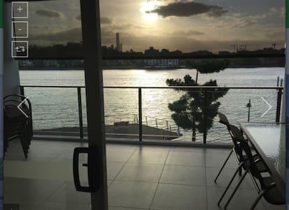 Riverfront 3brm Bulimba Apartment - Bulimba - Pis