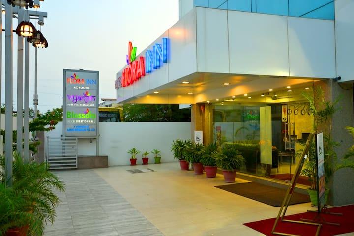 Single room @Nagpur Flora Inn.