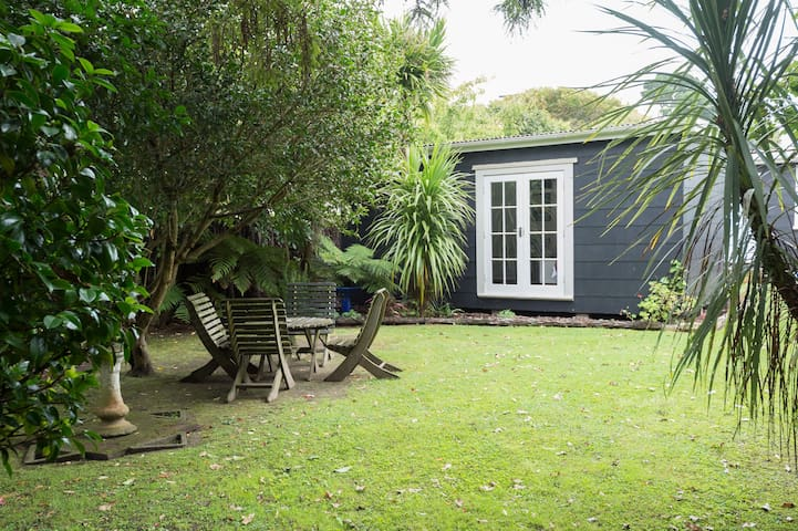 Fabulous Raumati  Beach retreat.