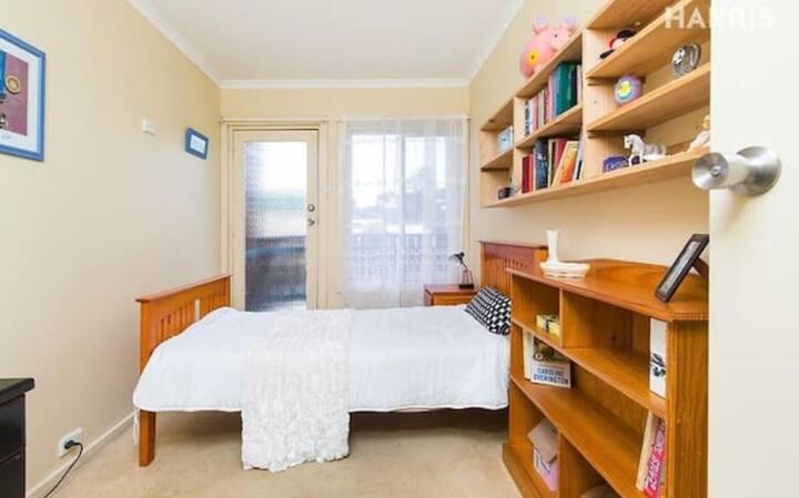 cozy room in highgate Free Breakfast + Single Room