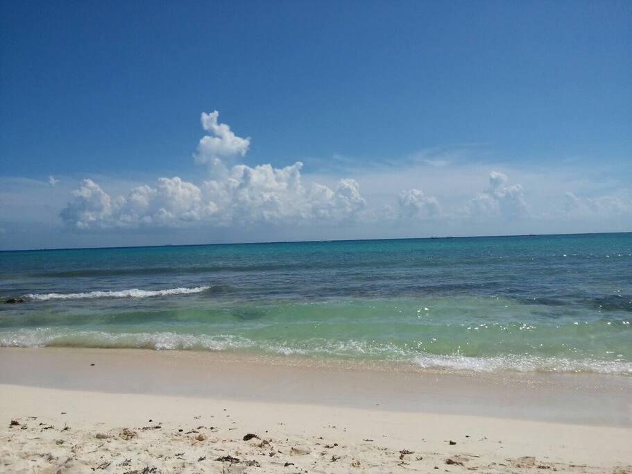 A 1.5 km de la playa