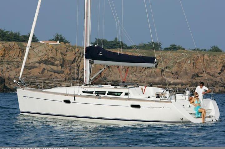 B&b on sailboat new jeanneau !