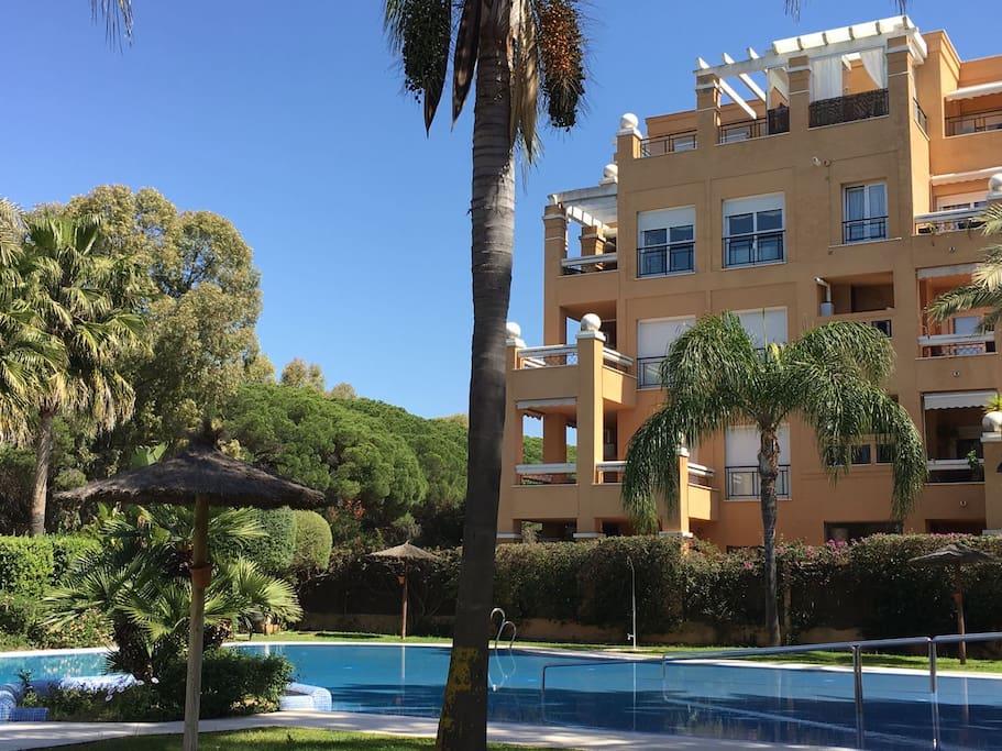 Tico d plex en la playa con piscina y terrazas for Piscina municipal el puerto de santa maria