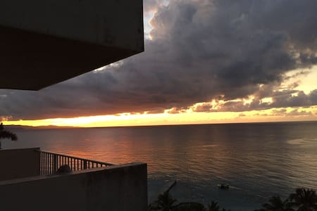 Beach Front Condo (Montego Bay Club)