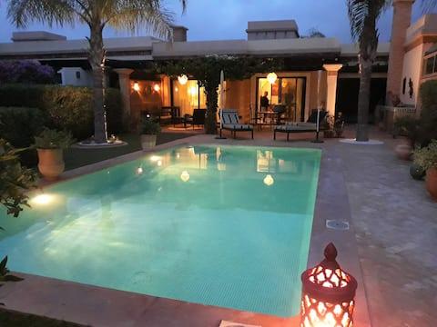 (83) Grande piscine sans vis-à-vis à Dyar Shemsi.