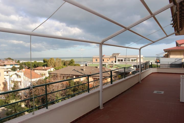 Penthouse with two bedrooms and a large balcony - Pescara - Appartement
