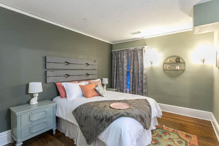 Sunny Guest Suite in Historic Downtown KC