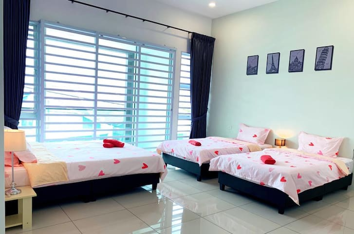 VR Homestay Ipoh No. 33 ( 12 - 16 pax )