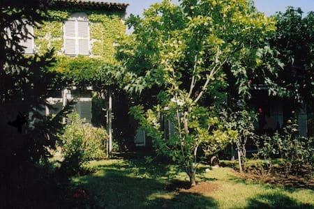 Chambre indép. à 2 pas de la mer - Villeneuve-Loubet - Haus