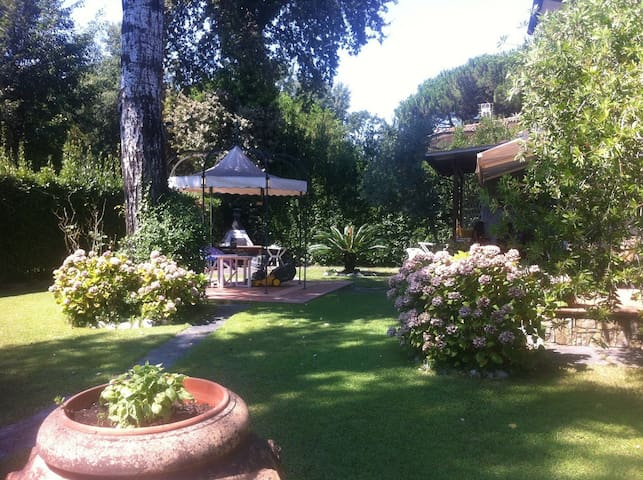 Quite single Villa private garden - Marina di Massa (versilia) - Haus