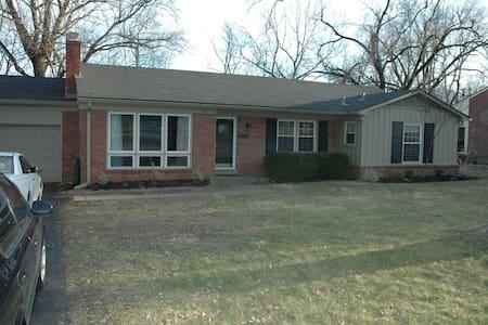 Great East Side Home in Louisville! - Louisville - Casa