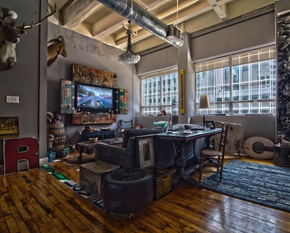 30 Day Minimum Stay Eclectic Downtown Loft
