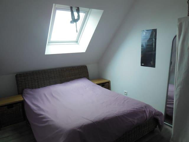 chambre avec lit double  - Mesquer - Huis
