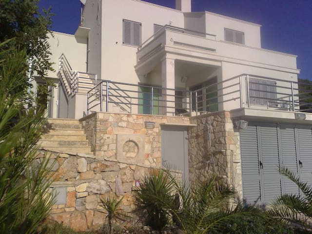 Thomas House - 10m to Sea, IR sauna - Blato - Departamento