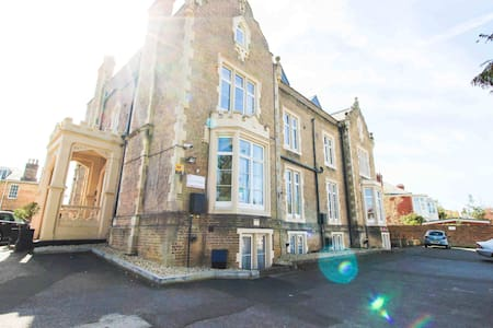 Taunton Town Centre Two Bedroom Apartment
