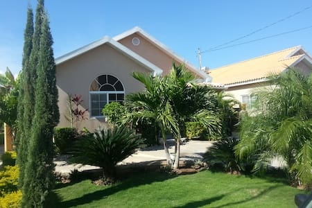 HONEY I AM HOME!!! GATED COMMUNITY. - Portmore - 獨棟