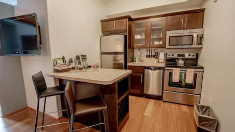 Downtown Loft with Fantastic Amenities