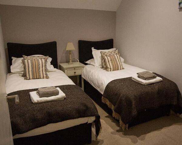 Bedroom 2 with twin beds, can be made into large double