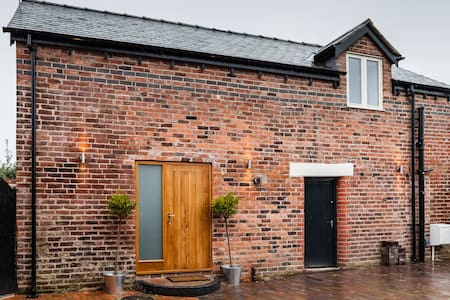 Converted coach house in Wrexham - Wrexham