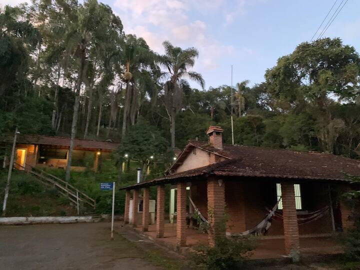 Sítio simples e confortável em Cambuí, MG