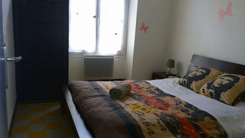 Chambre privée dans le centre de ville - Pont-Saint-Esprit - Lägenhet