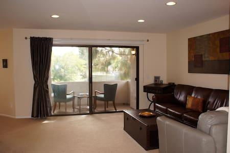 2-BD Charming Parkside Condo - Apartment