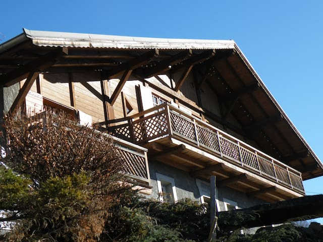 GENUINE CHALET WITH PANORAMIC VIEW - Saint-Gervais-les-Bains - Bungalo