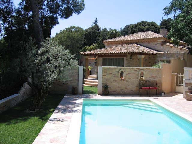 Villa avec piscine à 2mn du centre  - Les Angles - House