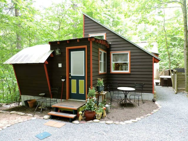 Moonbeam Bungalows:Satellite Cabin  - Horse Shoe