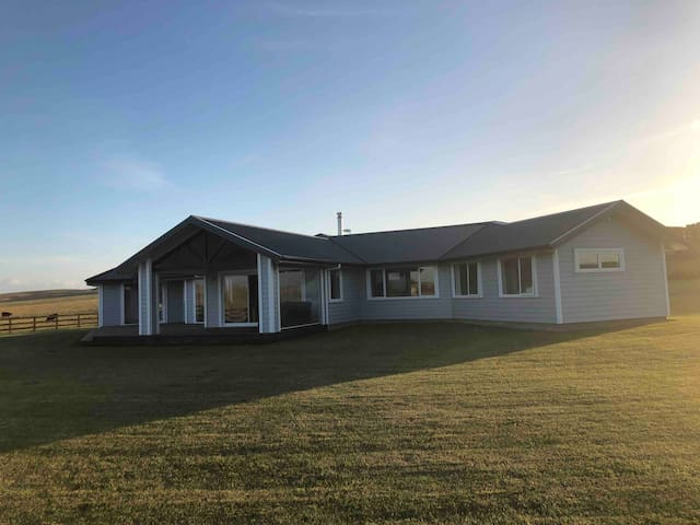 Brand new house with rural views- 5min to Feilding