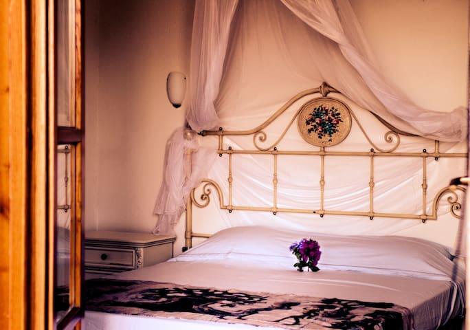 Camera da letto con vista sul faro