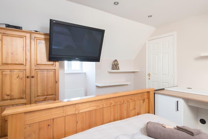 King Size Loft Room in Swindon  - Swindon - Bed & Breakfast
