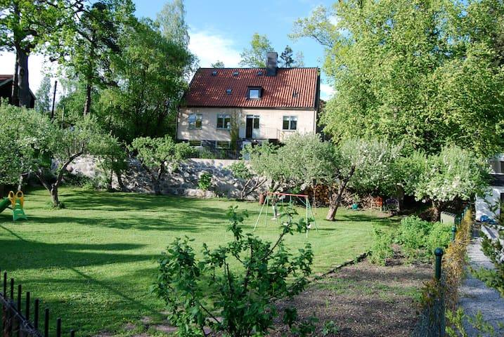 Charming house with nice garden  - Saltsjö-Duvnäs - Villa