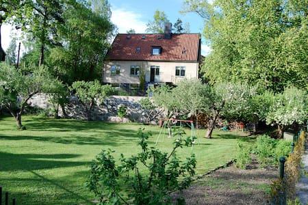 Charming house with nice garden  - Saltsjö-Duvnäs